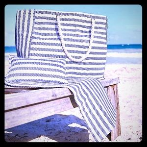 DSW Beach Day Tote With Pillow and Mat